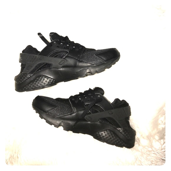 on sale c6055 2e161 New Nike Black Huaraches 5.5Y. Never worn.